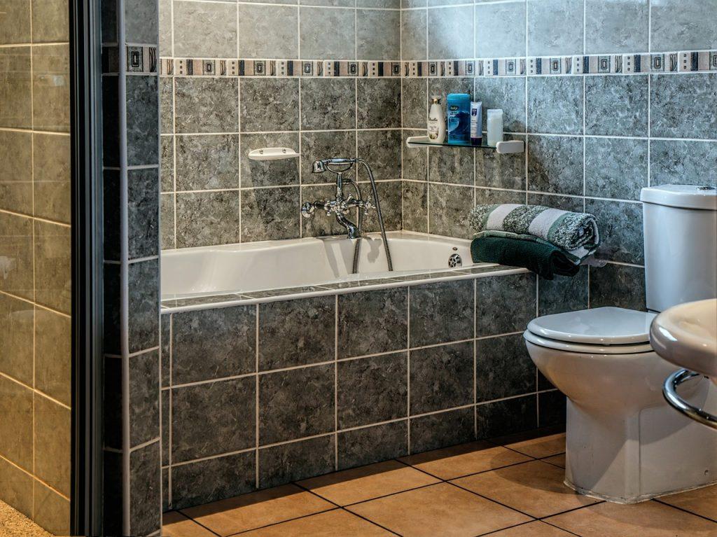 Wanna, czy prysznic – co lepiej wybrać do łazienki?