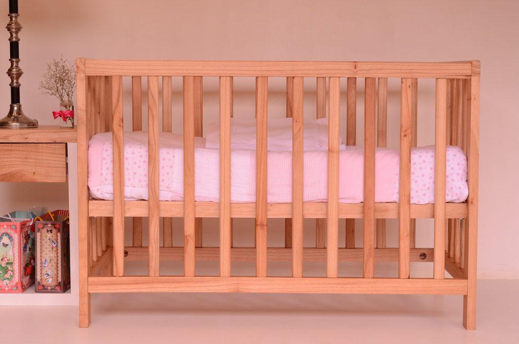 Materac do łóżeczka – na co zwrócić uwagę?