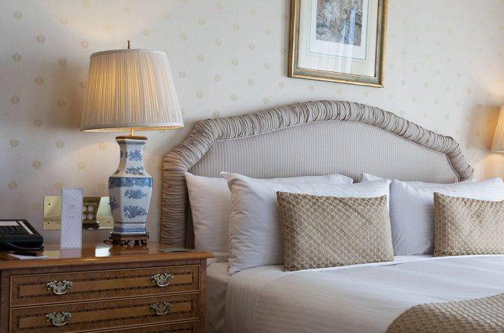 Jak urządzić sypialnię? Trendy wnętrzarskie 2020