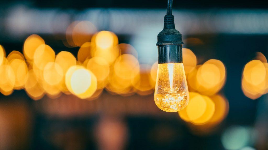 Oświetlenie tarasu – romantyczne, eleganckie i nowoczesne