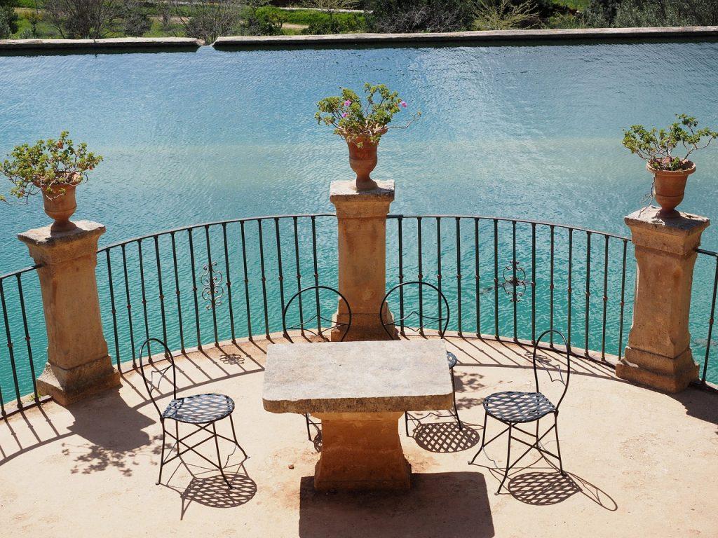 Meble na balkon – jakie wybrać najlepiej?